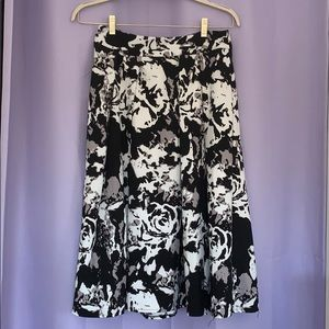 Black & white flower midi skirt/ flowers/ circle